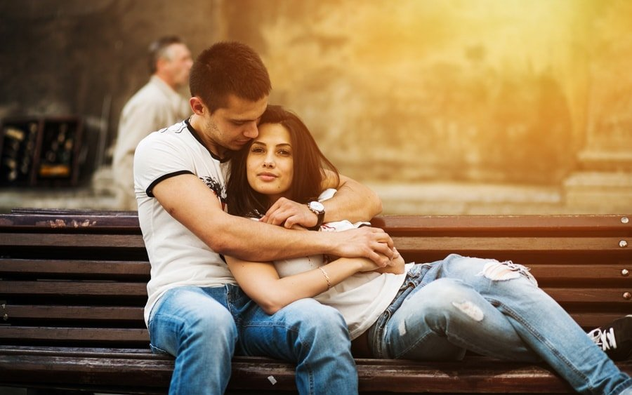 How to Use Feminine Magnetism to Attract Him And Keep Him