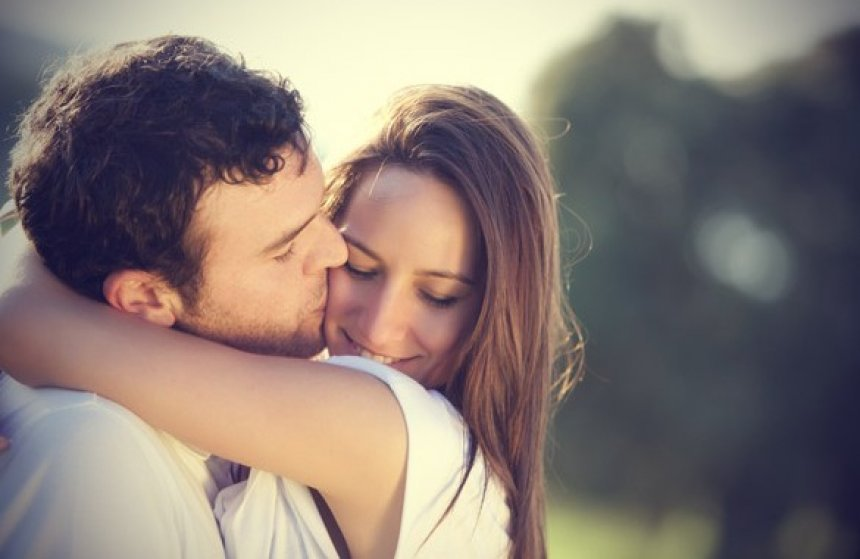5 Clear Signs He's In Love with You